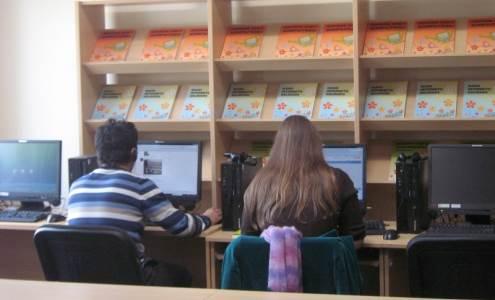 Šiuo metu naudotis internetu galima daugiau kaip pusėje Lietuvos viešųjų bibliotekų