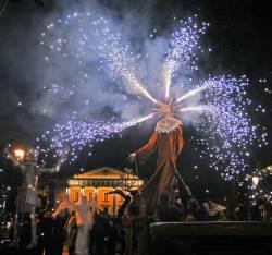 Nakties mistika ir kultūriniai renginiai vilioja miestiečius vėlų vakarą išeiti į gatves. K. Vanago nuotr.
