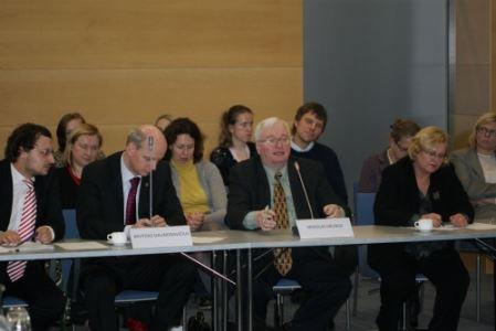 Diskusijos dalyviai sutaria, kad išeivijos spauda išliks. V. Eivos nuotr.