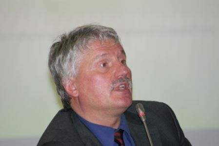 """Prof. Egidijus Aleksandarvičius: """"Vieni neišvažiavę jaučiasi kaip svetimi, kiti išvažiavę jaučiasi niekur nedingę"""". V. Eivos nuotr."""