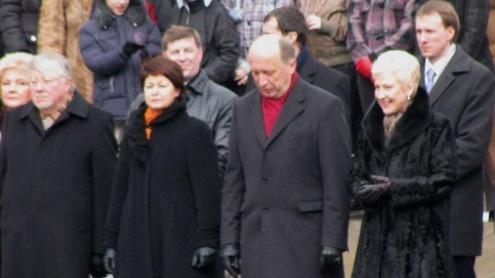 Lietuvos atstovai ir svečiai vėliavų pakėlimo ceremonijoje. Autorės nuotr.