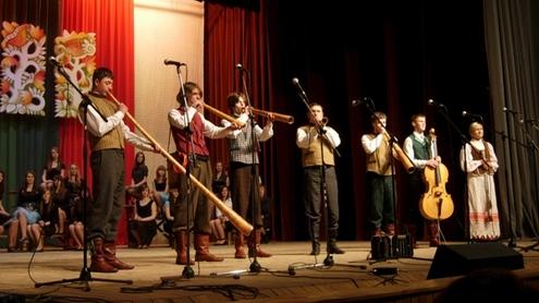 """Utenos """"Dauniškio"""" gimnazijos meno kolektyvas. Autorės nuotr."""