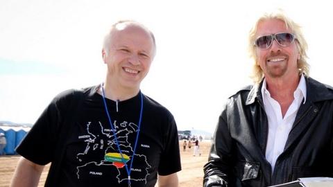 """Su """"Virgin Group"""" įkūrėju ir vadovu milijardieriumi Richardu Bransonu V.Lašą suvedė kosmoso projektai. Nuotrauka autoriaus. Iš asmeninio archyvo."""
