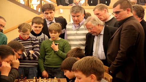 Vytautas Landsbergis stebėjo jaunučių ir suaugusiųjų kovą. Autoriaus nuotr.