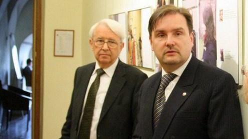 VU rektorius dr. Benediktas Juodka ir KF dekanas dr. Andrius Vaišnys džiaugėsi studentų iniciatyva. Nuotrauka autorės.
