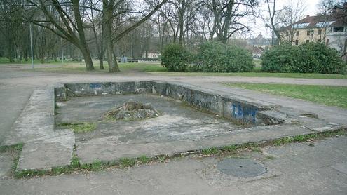 Fontane vandens jau seniai nėra. Autoriaus nuotr.