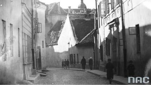 Bernardinų gatvė XX a. 4- ajame dešimtmetyje. Narodowe archiwum cyfrowe nuotr.
