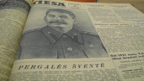 """Dienraštis """"Tiesa"""" šlovino Stalino kultą ir kūrė proletariato visuomenę. Autorės nuotr."""