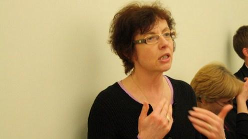 Docentė daktarė Marija Prokopčik patenkinta VU bibliotekos erdvių suteikiamomis galimybėmis. Nuotrauka autorės.