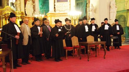 Senato nariai ir garbės daktaro vardų kandidatai. Nuotrauka autorės.