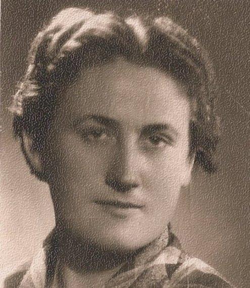 Genovaitė. Alytiškė Genovaitė Čeplinskienė užsidirbdavo kepdama šimtalapius. Nuotrauka iš asmeninio albumo.