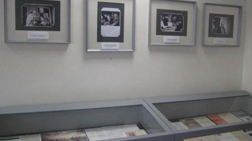 Ekspozicijoje – nuotraukos ir dokumentai, menantys Česlovą Milošą. Autorės nuotr.