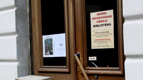 Rekonstrukcijos darbai apsunkino bibliotekos darbą, bet jo nesustabdė. Evelinos Žičkevičiūtės nuotr.