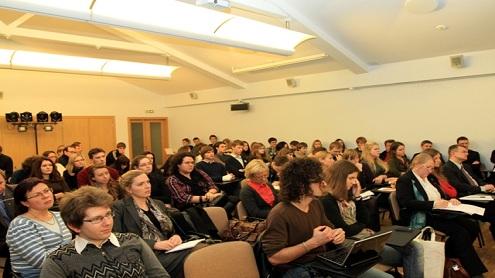 Diskusija apie euro zonos krizę sukėlė didžiulį auditorijos susidomėjimą. Viliaus Mačkinio nuotr.