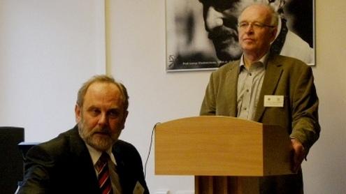 Prof. habil. dr. Adolfas Laimutis Telksnys skaito plenarinį pranešimą.