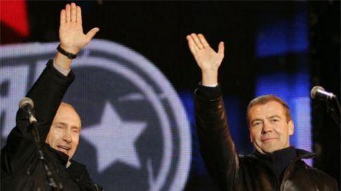 Valdantysis Rusijos duetas, dėl neva suklastotų rinkimų į Rusijos Dūmą ant kojų sukėlęs kelias dešimtis tūkstančių pasipiktinusių protestuotojų. Rusijos prezidento tarnybos nuotr.