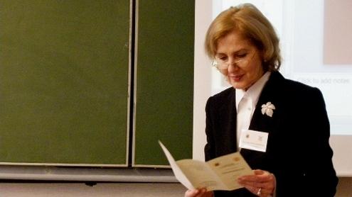 Vilniaus universiteto Komunikacijos fakulteto Informacijos ir komunikacijos katedros vedėja  prof. dr. (HP) Z.Atkočiūnienė atidaro konferenciją.  Autorės nuotr.