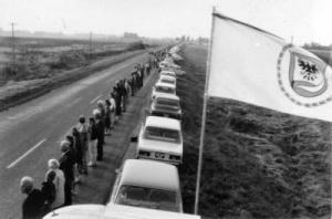 Baltijos kelias. Plevėsuoja Biržų vėliava (nuotr. A. Seibučio)