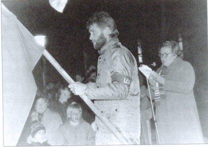 Pirmasis Sąjūdžio mitingas Joniškyje. Centre Gintaras Ramonas. Nuotrauka iš R. Montvilaitės-Staniulienės archyvo.