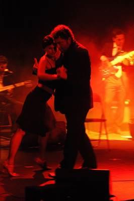 Tango pradininkas Lietuvoje E. Gimenez nuolat pasirodo įvairiuose renginiuose, kur su džiaugsmu lietuviams demonstruoja tikrąjį argentinietišką tango.(Tango Akademijos archyvo nuotrauka.)