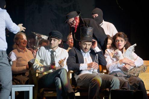 "Scena iš spektaklio ""Mūsų klasė"". Nuotr. M. Waltari, Lrytas.lt"