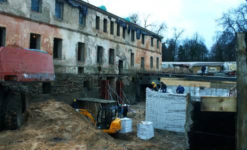 Apleistame pastate anksčiau veikė ligoninė. Saulės Bliuvaitės nuotrauka
