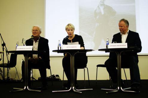 Asta Einikytė ir Vytaras Radzevičius negailėjo pagyrų Algimanto Čekuolio knygai. Autorės nuotr.