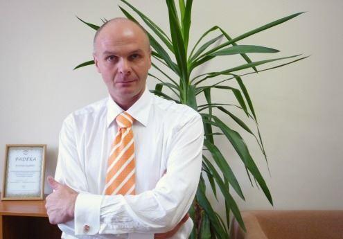 Protokolo ir etiketo reikalavimų specialistas Arminas Lydeka teigia, jog lietuviai etiketą išmano geriau nei amerikiečiai ar rusai. Autorės nuotr.