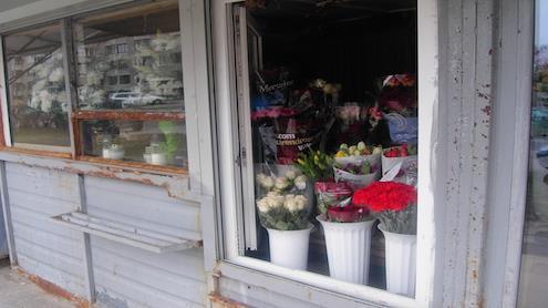 Gėlių prekybvietė Vilniaus mikrorajone. Autorės nuotr.
