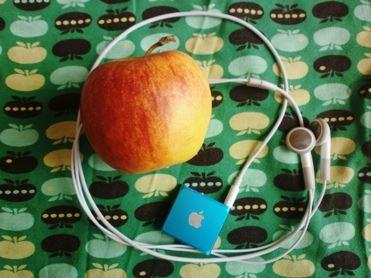 Apie ką pirmiausiai pagalvojote, Gerbiamas Skaitytojau? Obuolį – vaisių močiutės sode ar parduotuvės lentynoje, ar atkąstą obuoliuką – išmaniųjų telefonų, planšečių ir t. t. prekinį ženklą? Autorės nuotr.