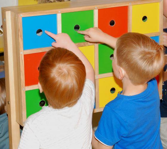 Atrakcija ne tik mažiesiems, bet ir suaugusiems: kokia medžiaga slepiasi langelyje?