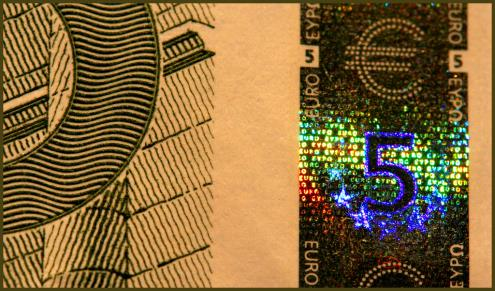 Įvedus eurą iš naujo reikės mokytis atpažinti pinigus. Nuotr. Dave Gough, Flickr