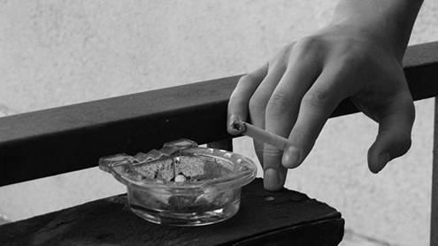 Rūkymas šiomis dienomis plinta kaip vežys, ypač paauglių tarpe. Karolinos Bobinaitės fotografija.