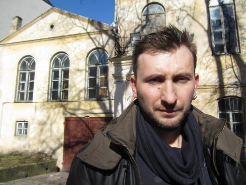 Kultūros barų dailės skilties kuratorius K. Šapoka savo kolegų veikloje pastebi profesinės etikos pažeidimą – draugai, rašantys apie draugus. (A. Mikuckytės nuotr.)