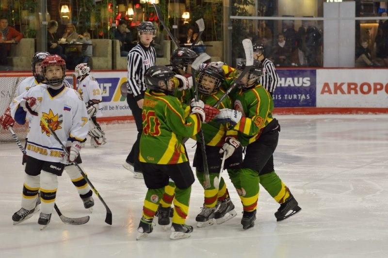 Vaikai užpildė Lietuvos ledo ritulio mokyklas, bet jiems ledo arenose jau darosi pernelyg ankšta. hockey.lt nuotr.