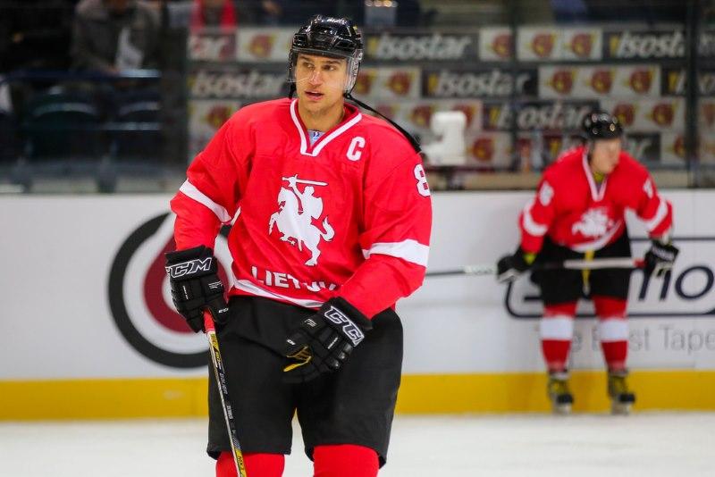 Lietuvos ledo ritulio žvaigždė D.Zubrus vaikams - tikras pavyzdys. hockey.lt nuotr.
