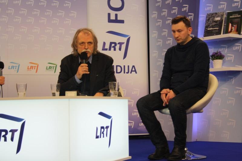 Savo nuomonę išsakė rašytojas ir filosofas Vytautas Rubavičius (kairėje), menininkas Kęstutis Šapoka. Karolinos Panto nuotr.