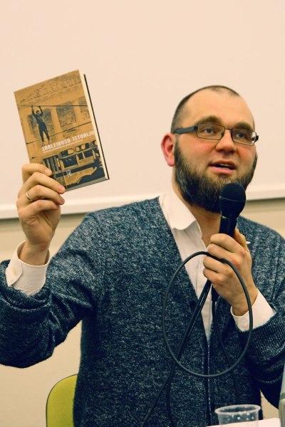 Rinktinės sudarytojas L. Katkus pasakoja troleibusų istorijas. Dariaus Pocevičiaus nuotr.