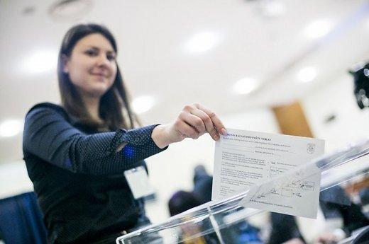 Įtakos balsavimo aktyvumo mažėjimui turi ir emigracija. Tomo Vinicko nuotrauka