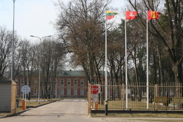 Lietuvos didžiosios kunigaikštienės Birutės bataliono vartai. Didžiosios kunigaikštienės Birutės ulonų bataliono archyvo nuotr.