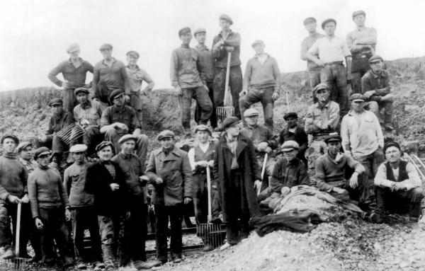 Žagarėje arti žemės paviršiaus glūdi dideli karbonatinių mineralų klodai. Tarpukariu darbininkai juos naudojo kalkėms degti.