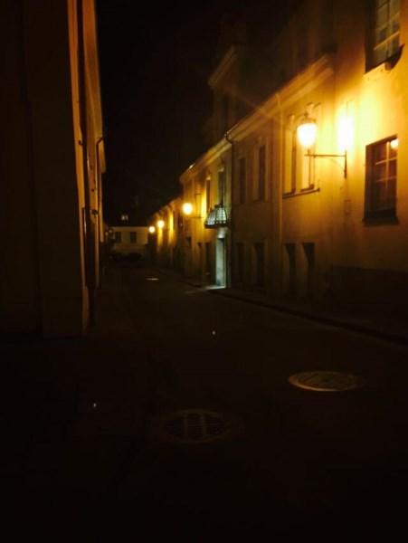 2.Naktinė romantika Latako gatvėje. Autorės nuotr.