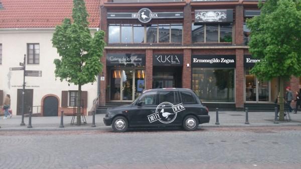 2.Prabanga. Šioje gatvėje įsikūrusiose prabangių mados namų parduotuvėse, restoranuose ar grožio salonuose už norimą paslaugą turėsite paaukoti ne vieną dešimtį, o kelis šimtus eurų. Autorės nuotr.