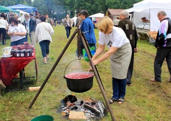 Žagarės vyšnių festivalis gyvuoja jau 10 metų. Renginio akimirka 2012 m.