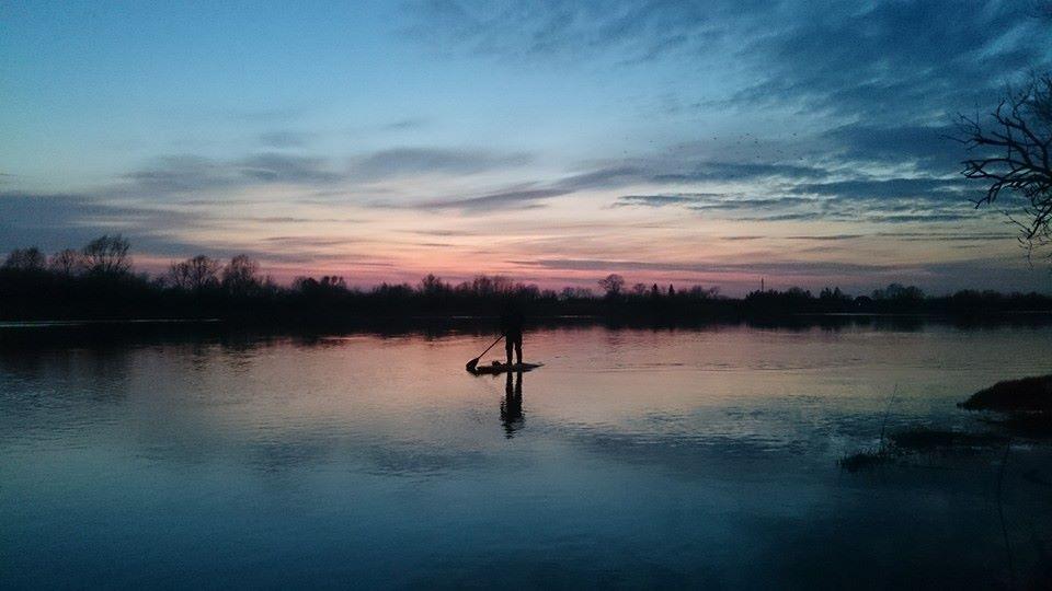 Atmata yra dešinioji Nemuno deltos atšaka. Su irklente Atmatos upėje. Asmeninio archyvo nuotr.