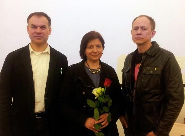 Vilniaus universiteto dėstytojas A. Gudauskas ir filmo kūrėjai I. Laimutytė bei A. Matvejevas.