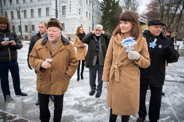 R. Morkūnaitė-Mikulėnienė kartu su Vytautu Landsbergiu Neužmirštuolių pievos atidaryme Lukiškių aikštėje. M. Mikulėno nuotr.