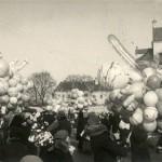 Kaziuko mugė Lukiškių aikštėje apie 1930 m. Nuotraukos autorius Henryk Poddębski. Šaltinis: Vilniaus miesto studija.