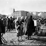 1934 m. Šv. Kazimiero turgus Lukiškėse. Nuotraukos autorius Willem van de Poll. Šaltinis: Vilniaus miesto studija.