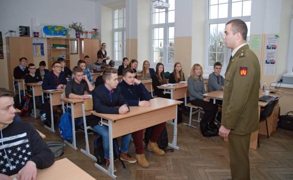 """,,Mokyklose mokiniai yra supažindinami su tarpukario Lietuvos istorija, partizanų žygiais"""". E. Žemaitaičio nuotr."""